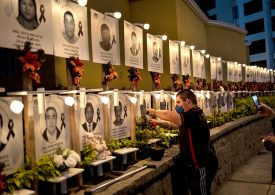 Los médicos en Perú realizan una huelga de hambre por la respuesta del gobierno a la pandemia.