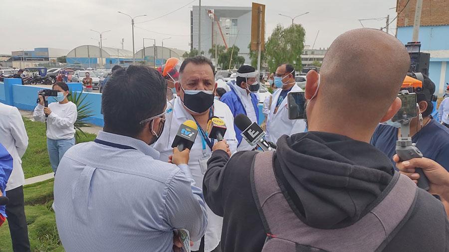 Molinelli arma show mediático en Chiclayo en medio de las muertes por planta de oxígeno