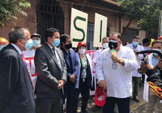 Médicos realizan plantón de protesta en el Congreso exigiendo se apruebe comisión investigadora en EsSalud