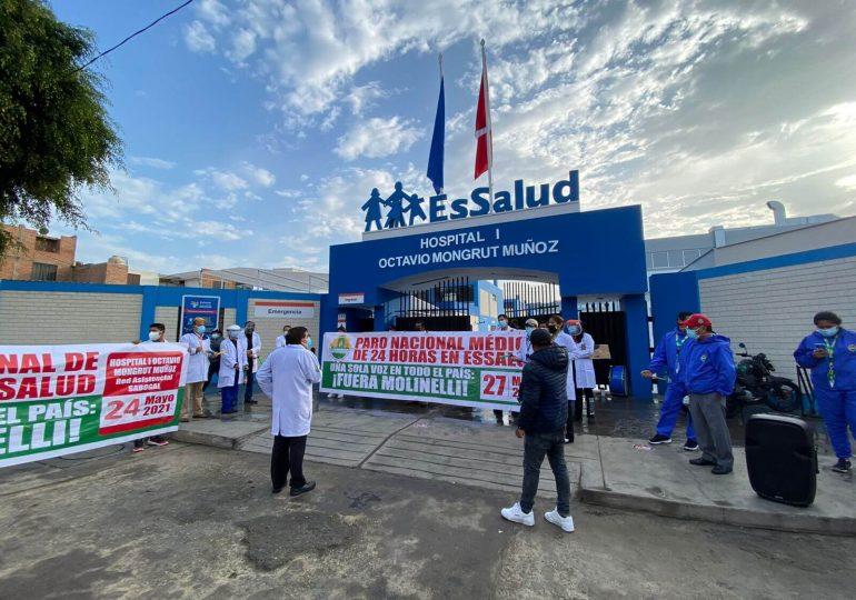 Médicos del hospital Octavio Mongrut realizaron plantón de protesta por abandono de hospitales y derechos laborales