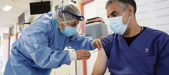 Minsa aclara que no puede aplicar una tercera dosis de refuerzo a los profesionales de la salud