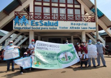 Profesionales médicos del hospital de Puerto Maldonado realizan paro exigiendo salida de eterno director Iván Ramos Mendoza